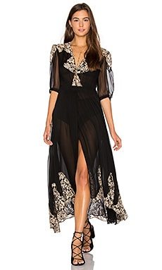 by Carisa Rene Antique Lace Wrap Gown en Noir
