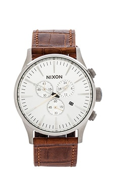 Nixon The Sentry Chrono Leather in Saddle Gator