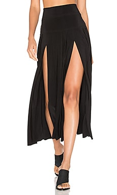 Pleated Skirt with Slit in Black