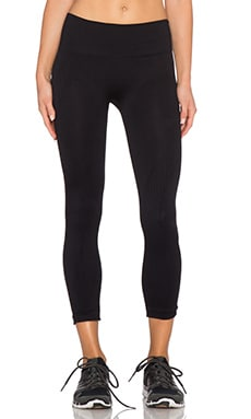 NUX Agility Capri in Black
