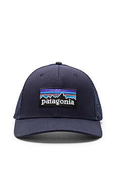 P-6 Logo Trucker Hat en Navy Blue