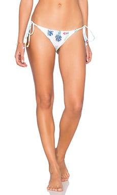 Embroidered Side Tie Bikini Bottom en Pina Colada