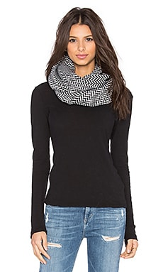 Fleece Lined Herringbone Snap Scarf in Black & White