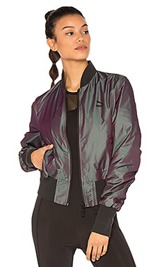 Iridescent Bomber en Plum Perfect Iridescent