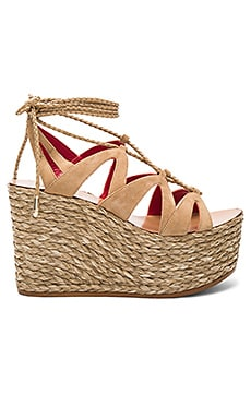 Lace Up Wedge en Arena Suede