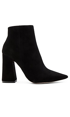 Pointed Toe Boot in Suede Black