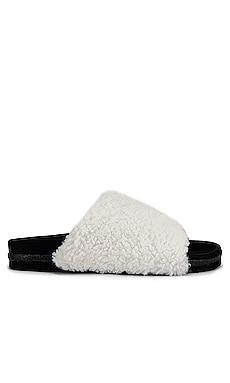 Fuzzy Faux Fur Slider R0AM $121 NEW