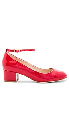 x REVOLVE Reina Pump in Red