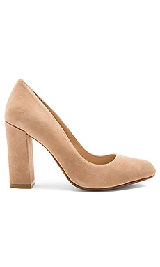 Gwen Heel in Tan