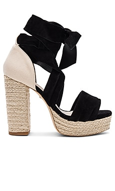 Hannes Heel in Black