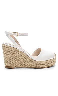 Купить Сандалии на каблуке sofia - RAYE белого цвета