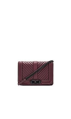 Chevron Quilted Small Love Crossbody Bag en Cerise Foncé