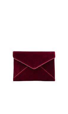 Leo Clutch in Soft Berry