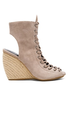 Elle Heel in Sand Kid Suede
