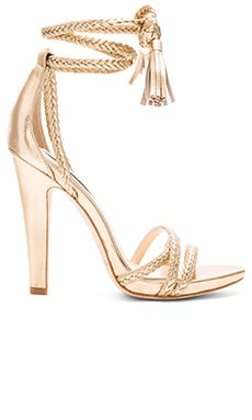Odette Heel in Gold