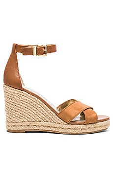 Brenda Wedge en Saddle