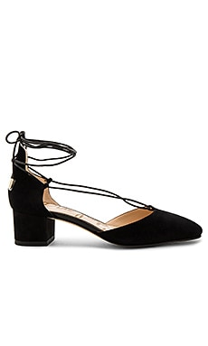 Loretta Heel in Black