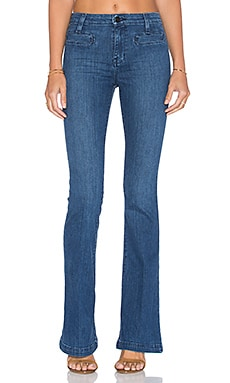 Jane Flare Jean en Charmed Wash