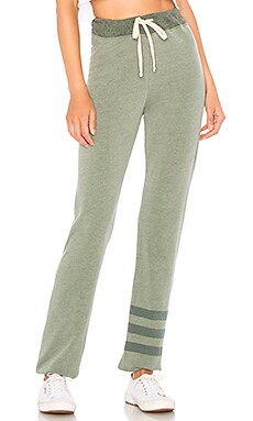 Фото - Спортивные брюки stripe - SUNDRY зеленого цвета