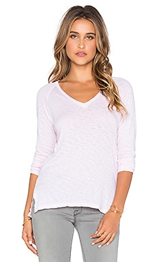 SUNDRY Boxy Long Sleeve V-Neck Tee in Petal