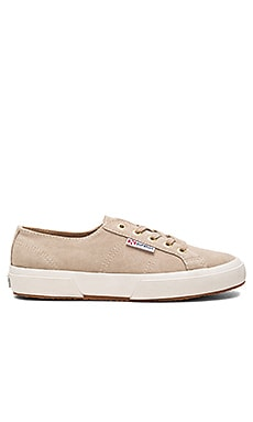 2750 Sueu Sneaker en Sand With Gold Eyelets