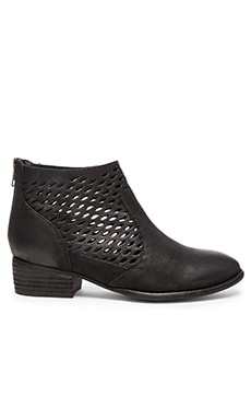 Waypoint Bootie in Black