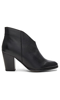 Deception Bootie Leather in Black