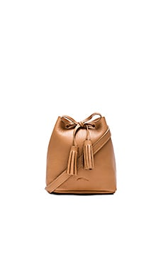The Greta Bucket Bag en Caramel