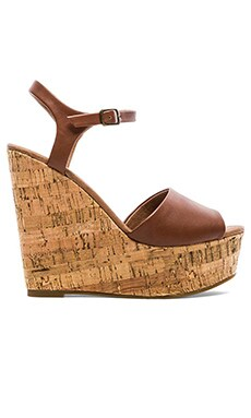 Steve Madden Korkey Wedge in Cognac