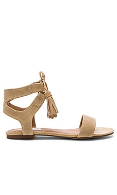 Steve Madden Daryyn Sandal in Sand Suede