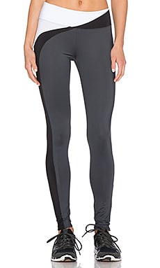 SOLOW Wave Break Legging in Black, White & Carbon