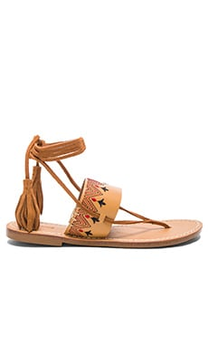 Flat Lace Up Sandal en Fauve