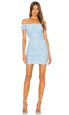 Платье со спущенными плечами liv - superdown С открытым плечом фото