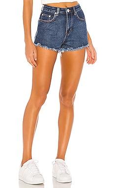 Джинсовые шорты sharona - superdown Обрезаные фото
