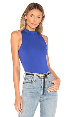 TOP CON CUELLO ALTO ASHLEY superdown $27