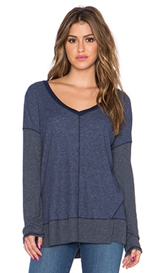 Splendid Heathered Thermal V Neck Sweater in Navy