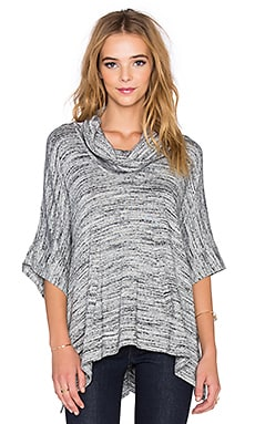 Splendid Brushed Tri-Blend Poncho en Gris Chiné