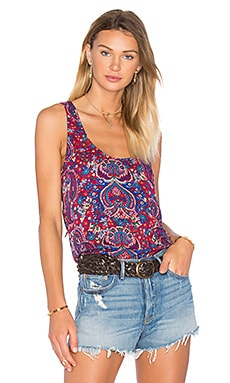 Kloe Paisley Back Lace Up Tank en Cranberry Multi