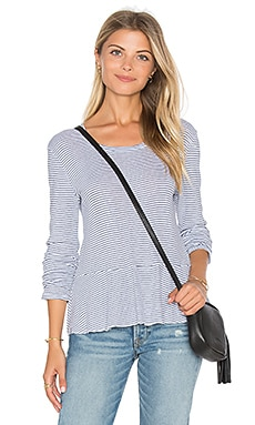 Codette Mini Variegated Rib Stripe Bottom Ruffle Top en Blanc