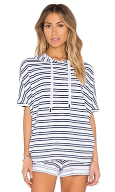 Navy Stripe French Terry Short Sleeve Hoodie en Blanc
