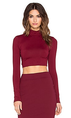 Susana Monaco Turtleneck Crop Top en Beaujolais