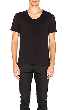 Pima Cotton Low Neck Tee en Noir