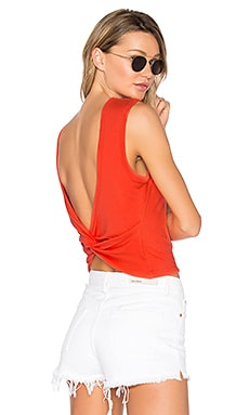 Open Back Twist Tank en Scarlet