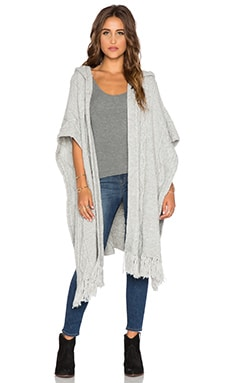 Tejido Aran Poncho in Light Grey