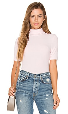 Short Sleeve Turtleneck Top en Fresh Pink