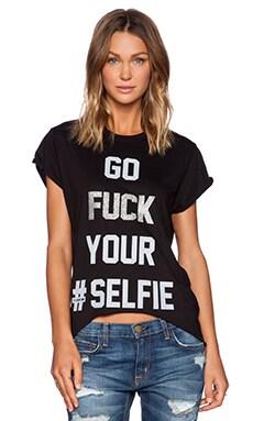 The Laundry Room Selfie Glitter Hi Lo Rolling Tee in Black