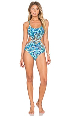 Monokini One Piece in Pool