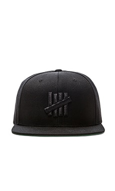 Undefeated 5 Strike Snapback in Black Black
