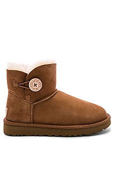 BOTÍN MINI BAILEY BUTTON II UGG $140