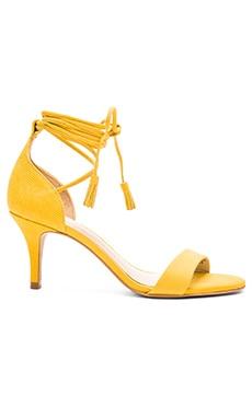 Vince Camuto Kathin Heel in Amarelo 2